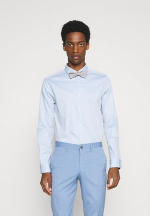 FITTED EASY CARE WITH BOWTIE - Hemd - light blue/white