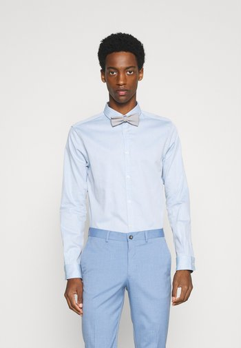FITTED EASY CARE WITH BOWTIE - Shirt - light blue/white