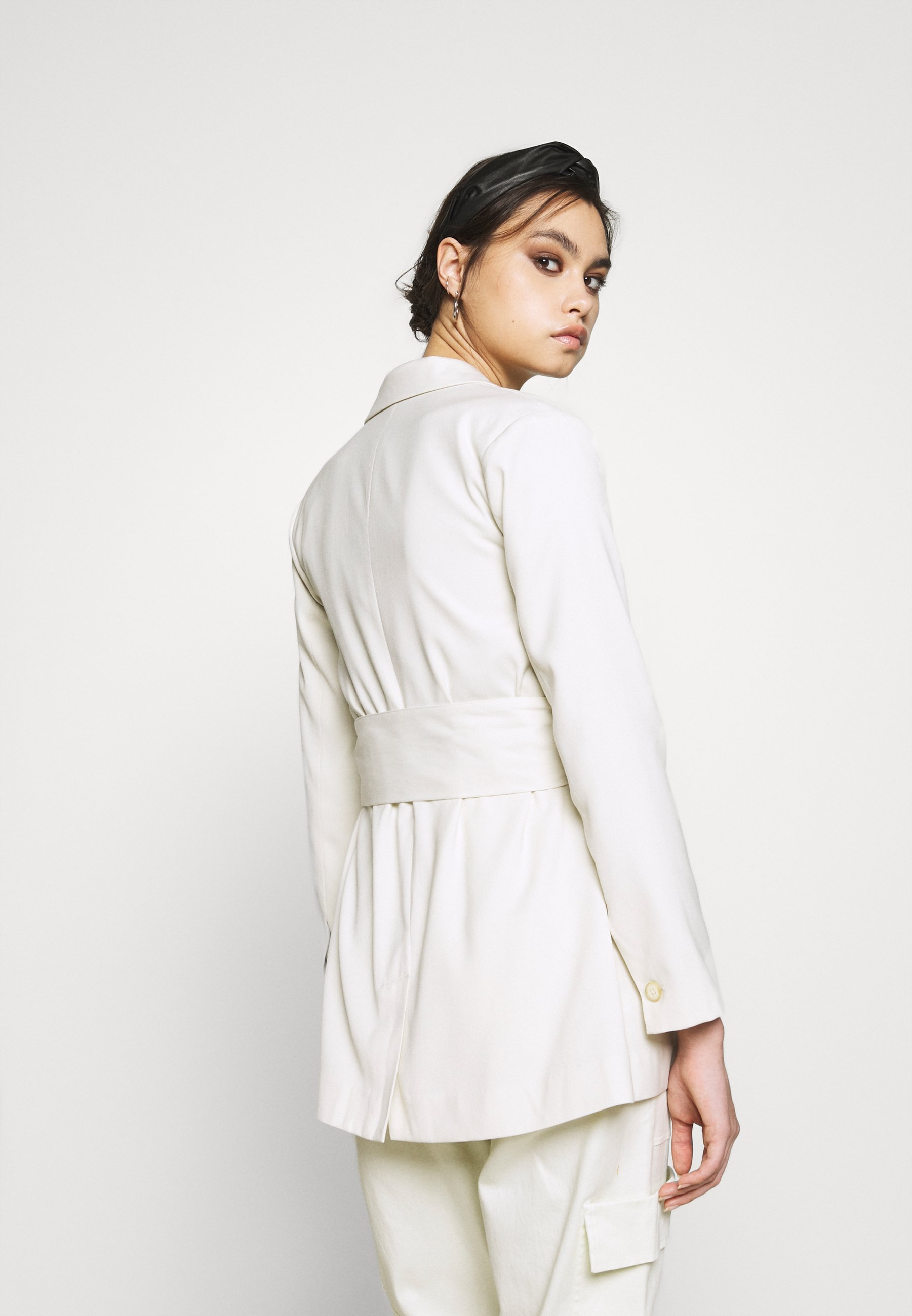 Who What Wear THE SINGLE BREASTED JACKET - Manteau court - off-white - Manteaux Femme sPGbq