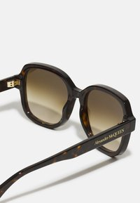 Alexander McQueen - Sunglasses - havana/brown - 2