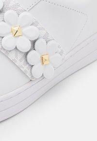MICHAEL Michael Kors - KENNA  - Sneakers laag - bright white - 6