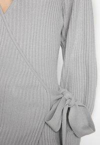 Lost Ink Petite - WRAP DRESS WITH FULL SLEEVE - Strikket kjole - grey - 6