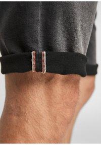 s.Oliver - Denim shorts - dark grey - 5