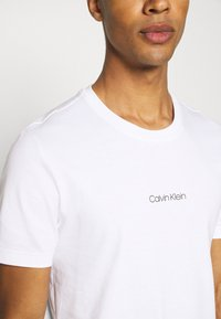 Calvin Klein - CENTER LOGO 2 PACK - Triko spotiskem - black - 6