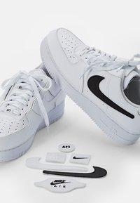 Nike Sportswear - NIKE AF1 - Sneakers laag - white/white-white-white-black-black - 7