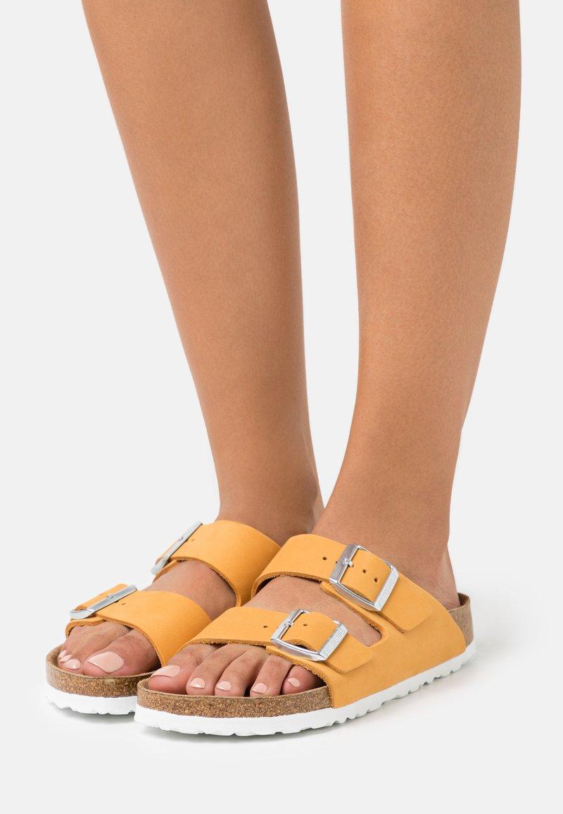 Birkenstock - ARIZONA  - Pantofle - apricot