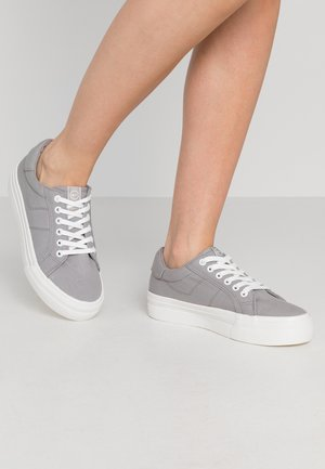 LACE-UP - Trainers - grey