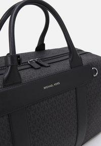Michael Kors - DUFFLE UNISEX - Weekend bag - black - 3