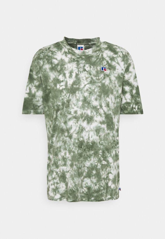 JUDE MEN'S MODERN CREWNECK TEE UNISEX - Print T-shirt - four leav clover