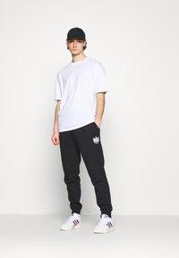 Jack & Jones - JORBRINK CREW NECK - T-shirt basique - white - 1