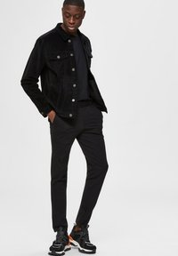 Selected Homme - FLEX FIT HOSE SLIM FIT - Chino kalhoty - black - 3