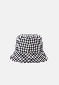 Pieces - PCLAYA BUCKET HAT - Hoed - bright white/black - 2