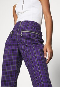 The Ragged Priest - BECK FLARED ZIP POCKETS - Trousers - purple - 4