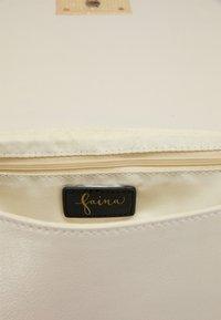 faina - Across body bag - champagner - 4
