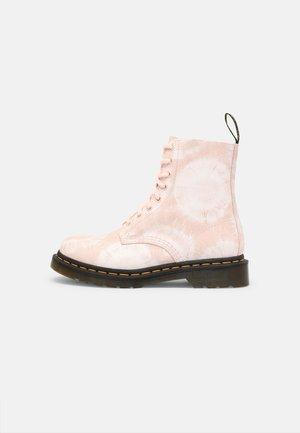 1460 PASCAL - Šněrovací kotníkové boty - shell pink/white