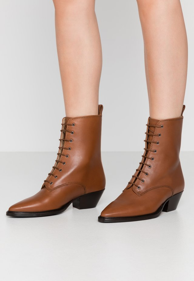 HUNTER LACE UP - Bottines à lacets - caramel