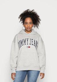 Tommy Jeans - CLASSICS LOGO HOODIE - Hoodie - grey - 0