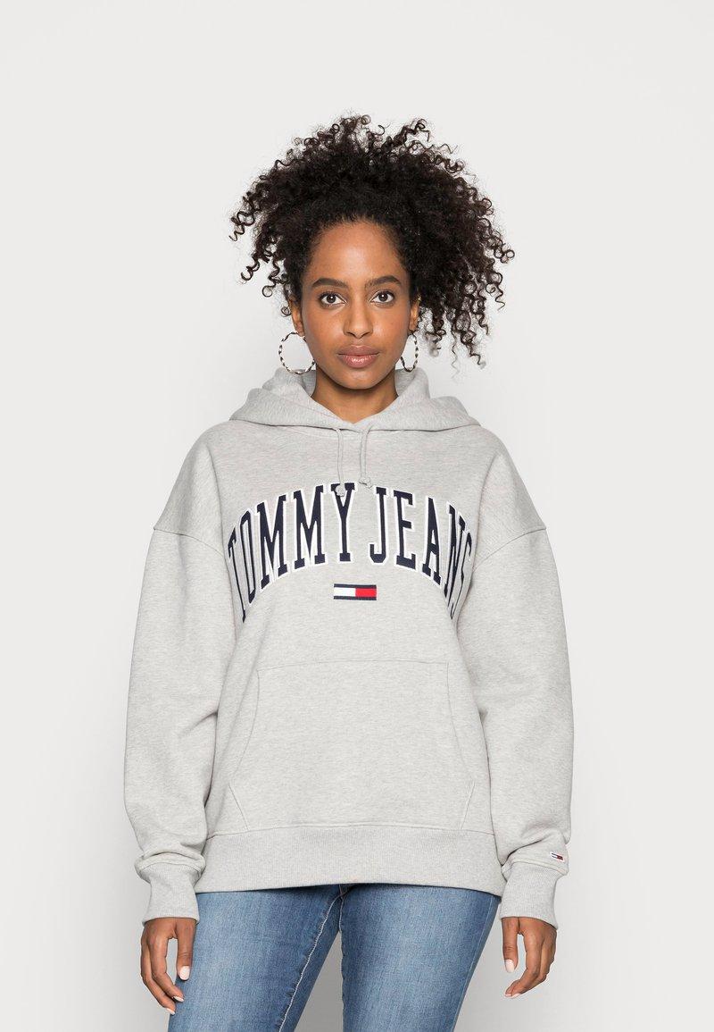 Tommy Jeans - CLASSICS LOGO HOODIE - Hoodie - grey