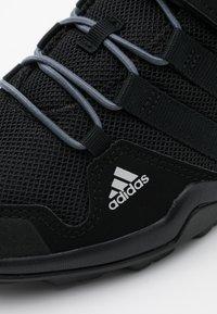 adidas Performance - TERREX AX2R UNISEX - Trekingové boty - core black/onix - 5