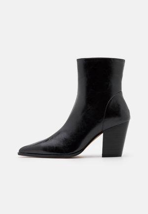 CHUNKY WESTERN HEEL BOOTS - Stivaletti - black
