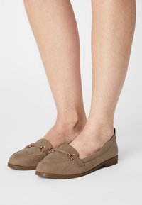 Dorothy Perkins Wide Fit - WIDE FIT LOON - Scarpe senza lacci - taupe - 0