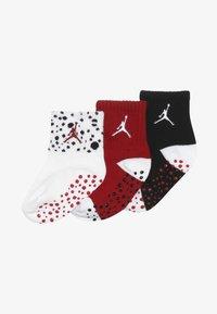 Jordan - CEMENT GRIP 3 PACK UNISEX - Sports socks - white - 5