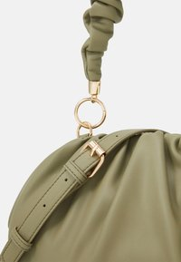 Pieces - PCPIPPA CROSS BODY - Handbag - ecru olive/gold-coloured