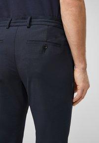 s.Oliver BLACK LABEL - SLIM FIT - Tracksuit bottoms - dark blue - 5