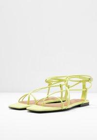 Who What Wear - ZANDER - Sandály s odděleným palcem - limeade - 4