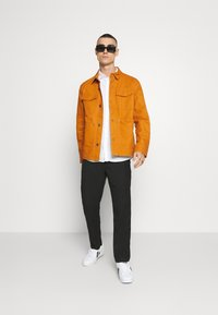 Tommy Jeans - CARGO JACKET - Summer jacket - spiced toddy - 1