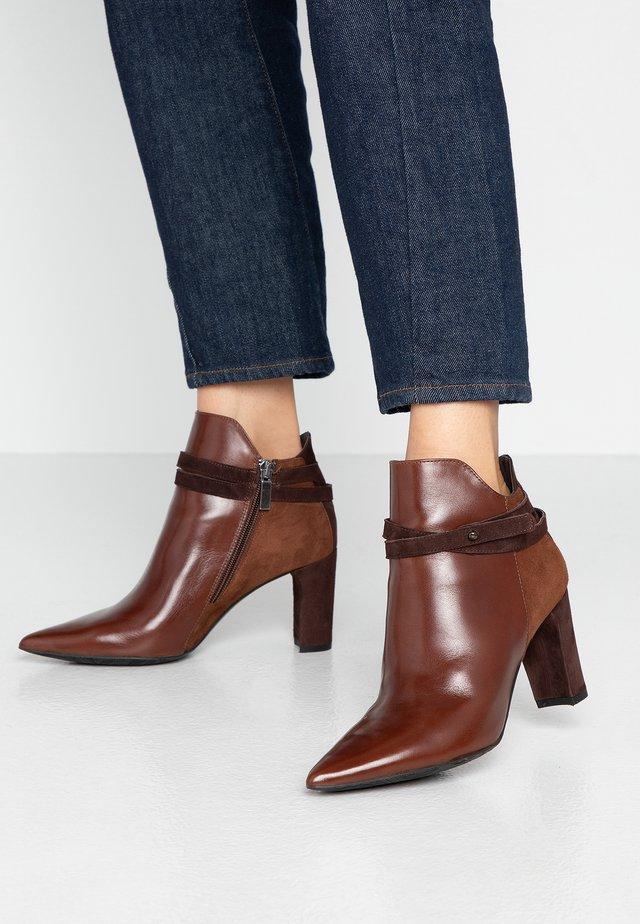 Kotníková obuv na vysokém podpatku - jamaika cognac