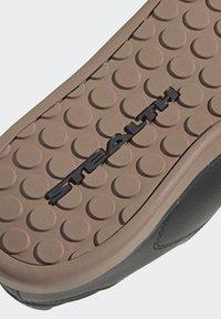 adidas Performance - FIVE TEN SLEUTH DLX MOUNTAIN BIKE SHOES - Cycling shoes - black - 7