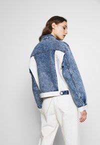 Desigual - LOLLYPOP - Kurtka jeansowa - blue deinm/white - 2