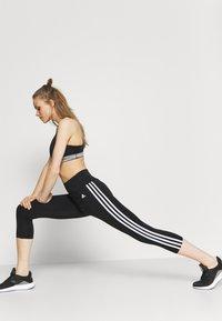 adidas Performance - 3/4 sportovní kalhoty - black/white - 3