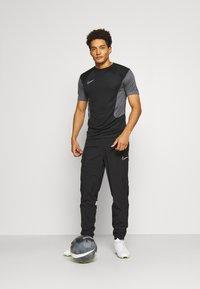 Nike Performance - DRY ACADEMY - Print T-shirt - black/iron grey/white - 1
