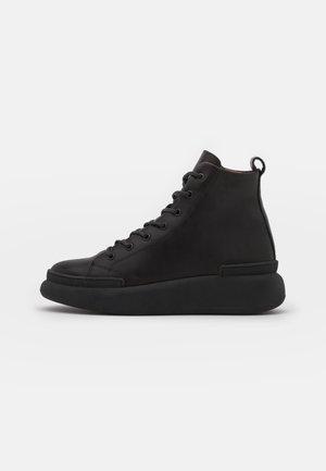 IRIS - Šněrovací kotníkové boty - black