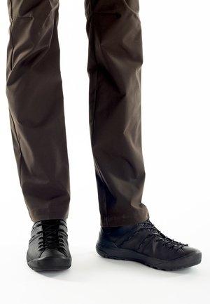 HUECO ADVANCED MID GTX - Climbing shoes - black