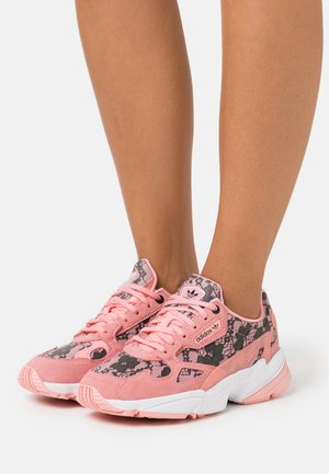 Trainers - glow pink/footwear white/core black