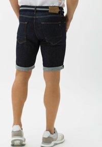 BRAX - STYLE CHRIS B - Denim shorts - raw blue - 2