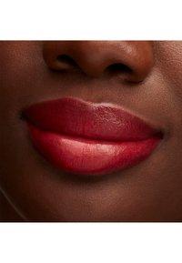 MAC - LUSTREGLASS LIPSTICK - Rouge à lèvres - cockney - 3