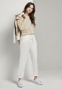 mine to five TOM TAILOR - FLIESSENDE MIT ZEBRA-MUSTERUNG - Button-down blouse - ecru zebra design - 1