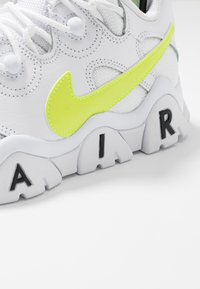 Nike Sportswear - AIR BARRAGE - Trainers - white/volt/black - 5