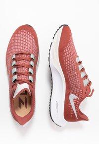 Nike Performance - AIR ZOOM PEGASUS - Löparskor stabilitet - claystone red/silver/white - 1