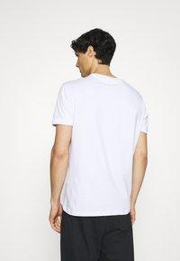 Ben Sherman - SIGNATURE POCKET TEE - Basic T-shirt - white - 2