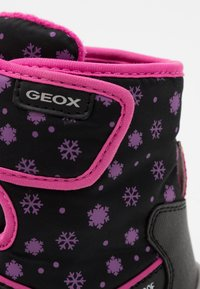 Geox - FLANFIL GIRL WPF - Baby shoes - black - 5