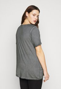 Zizzi - MBRITT - Print T-shirt - grey washed - 2