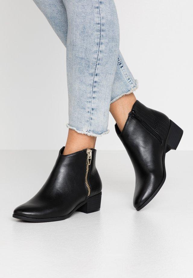 CALLIIE - Kotníková obuv - black
