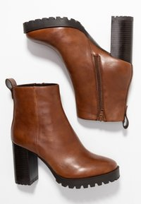 Steven New York - JONNIE - High heeled ankle boots - cognac - 3