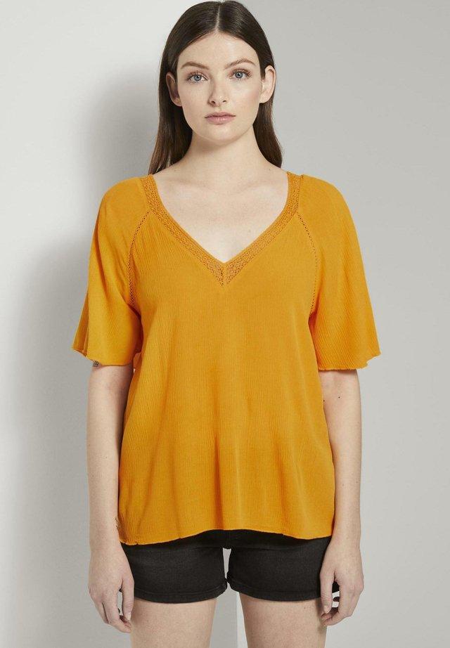 AUS VISKOSE-CRÊPE IN A-SHAPE - Blouse - orange yellow