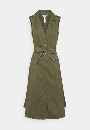 OBJTENA DRESS - Skjortekjole - deep lichen green